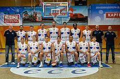 Basketball, ABL 2018/19, Media, Kapfenberg Bulls, v.h.l.n.r.: Mike Coffin (Head Coach), Marck Coffin (15), Nik Huber (8), Milan Stegnjaic (11), Darien Nelson-Henry (13), Marinko Nakic (9), David Samuels (12), David Vötsch (17), Markus Gallé (Ass. Coa