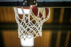 Basketball, 2.Bundesliga, Grunddurchgang 5.Runde, Mattersburg Rocks, Mistelbach Mustangs, Ball im Korb